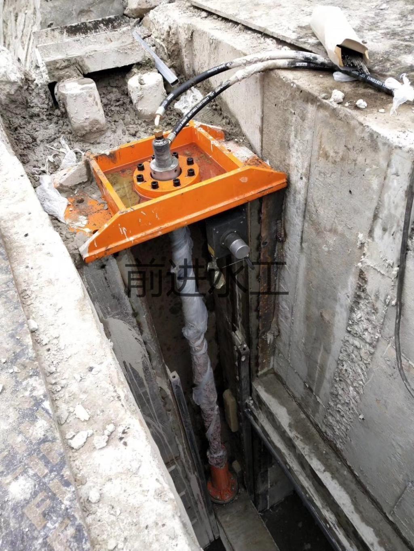 液动下开式堰门的主要结构特点