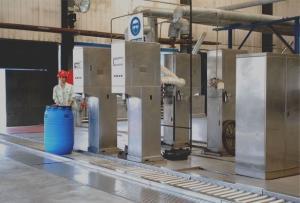 耐酸碱 耐腐蚀性液体灌装机